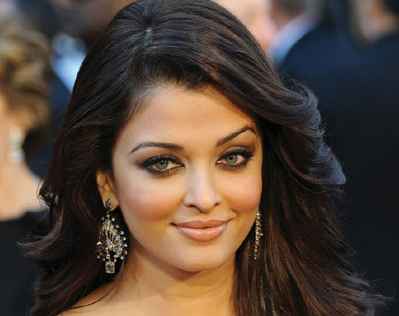 Aishwarya postpones award ceremony